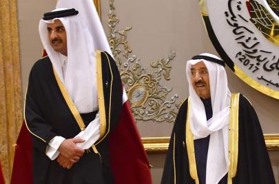 غضب كويتي من سلوك دول الحصار في قمة الخليج وإشادة بأمير قطر