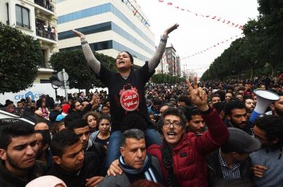 تعرف على الزيادات التي أطلقت شرارة احتجاجات تونس