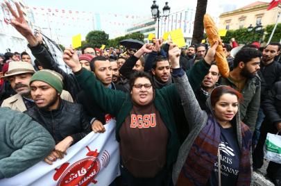 بعد مرور 7 سنوات على الثورة.. لماذا لا يزال التونسيون غاضبين؟