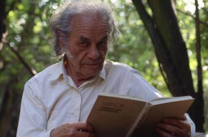نيكانور بارّا.. رحيل الشاعر المُناهض للشعر