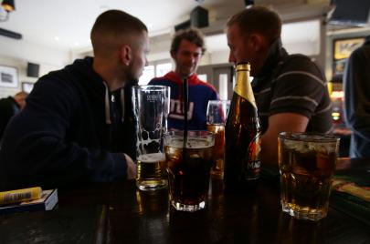 هل يساعد تناول الكحول على تعلّم لغة جديدة؟