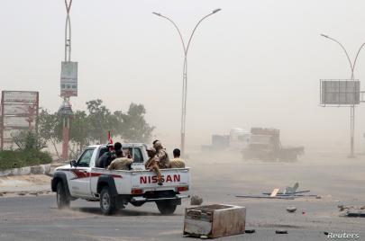 ما بعد انقلاب عدن.. مساعٍ سعودية إماراتية لتثبيت الوضع القائم