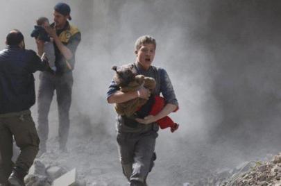 سماء دوما ممطرة بكيماوي الأسد.. التطهير العرقي مستمر
