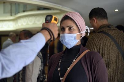 وسط إهمال رسمي.. تزايد حاد في إصابات كورونا بمصر