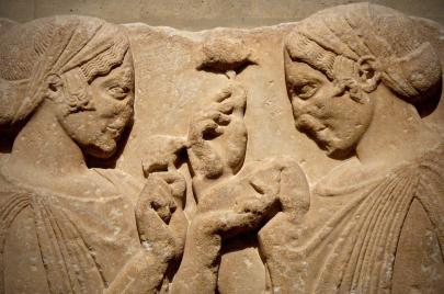 الحياة اليومية للمرأة الإغريقية كما رسمها الأدب