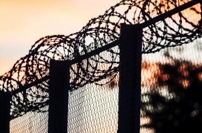 فظائع الجرائم ضد اللاجئين والمهاجرين.. متى تُحاسب عليها