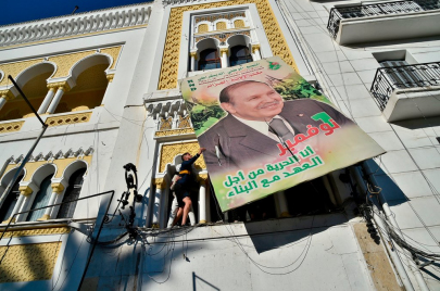 رسائل مثقفين وإعلاميين جزائريين إلى بوتفليقة وشقيقه: