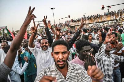 جدال واسع في الشارع السوداني بشأن محادثات أديس أبابا