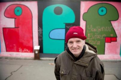 رؤوس تيري نوار.. فنون ألهمها الجدار