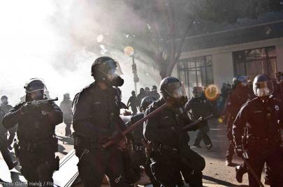 لماذا تزداد الشرطة عنفًا في الدول الأكثر فقرًا؟