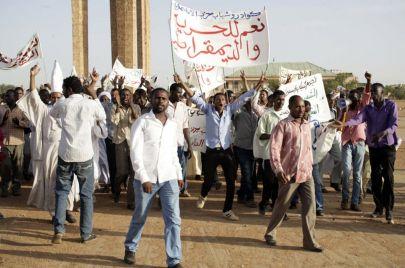 الحركة الطلابية في السودان.. هروب من السياسة إلى العمل الأهلي